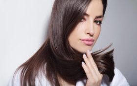 8Ways to Restore Smoothness and Shine to Frizzy Hair